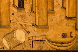 """Detalle de un escritorio alemán (nº de inventario 3997) conservado en el Museo Lázaro Galdiano. Proyecto """"Musas, Música, Museos"""". Foto © Selenio 2012"""